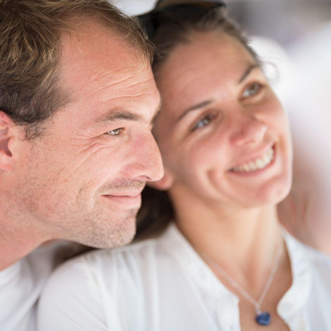 Paar träumt vom Reisen