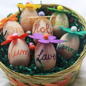 Osterkorb mit duftenden Eiern